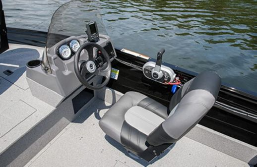 Crestliner 1650 Discovery Side Console image