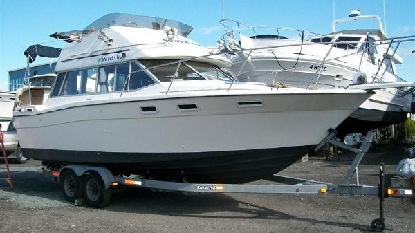 Bayliner 28' Contessa Command Bridge Motor Yacht