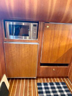 Tiara 5200 Express image