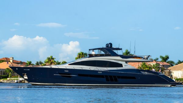 Lazzara 92 Motor Yacht Flybridge