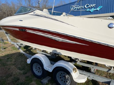 Sea Ray 210 Select image