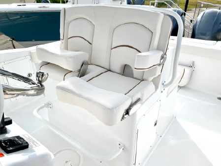 Sea Hunt Gamefish 27 Forward Seating image