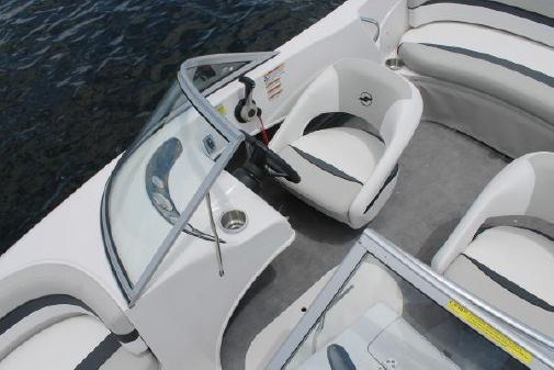 Starcraft Limited Runabout 172 OB Ski Fish image