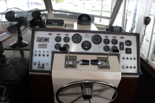 Chris-Craft 410 Commander Yacht image