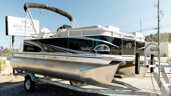 Avalon Venture 18' Cruise