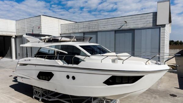 Absolute 50 Flybridge