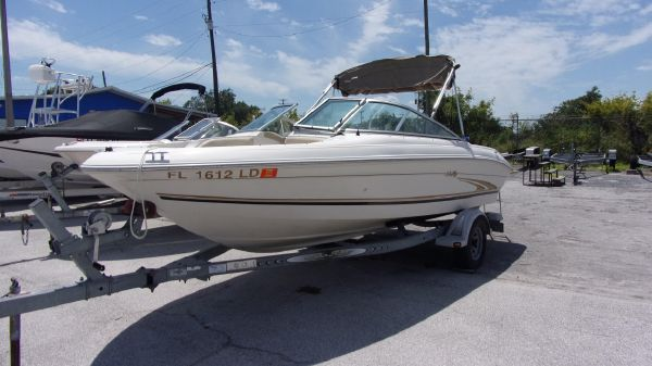 Sea Ray Sundeck 210