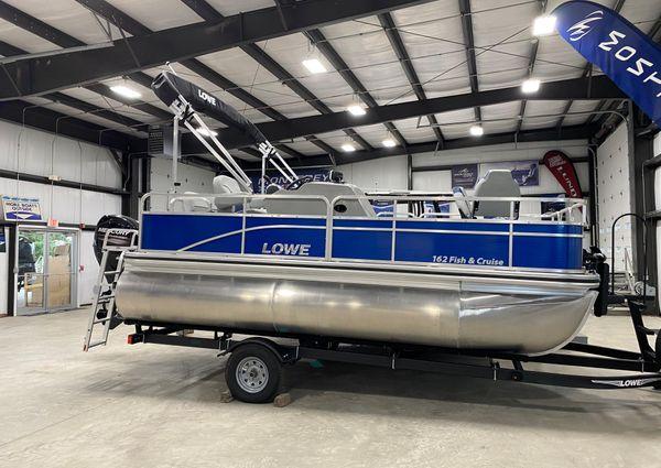 Lowe Ultra 162 Fish & Cruise image