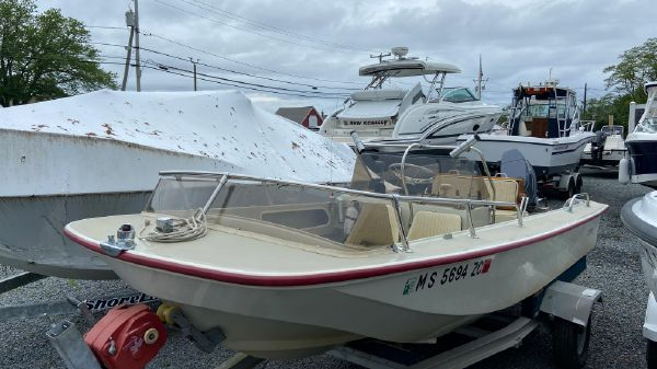 Boston Whaler Newport 17
