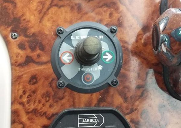 Rinker Fiesta Vee 410 image