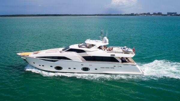 Custom Line Motoryacht 100