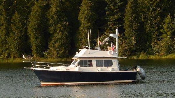 Sabreline 34 Fast Trawler 34' Sabreline port profile photo1