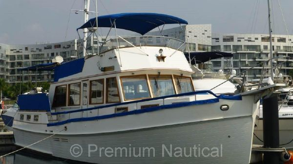 Grand Banks 49 Motoryacht Starboard Bow