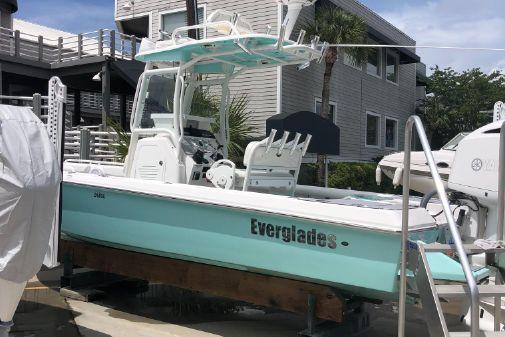 Everglades 243 Center Console image