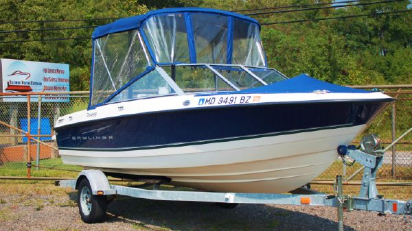 Bayliner Discovery 195 w/Trailer Nice Canvas Package