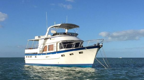 DeFever Sundeck Motoryacht 44' DeFever starboard forward profile