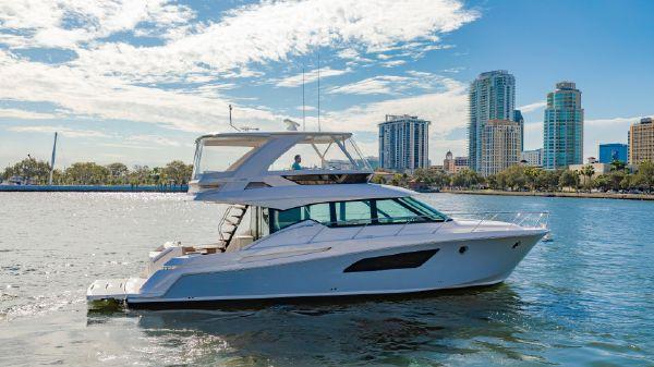 Tiara Yachts FLybridge