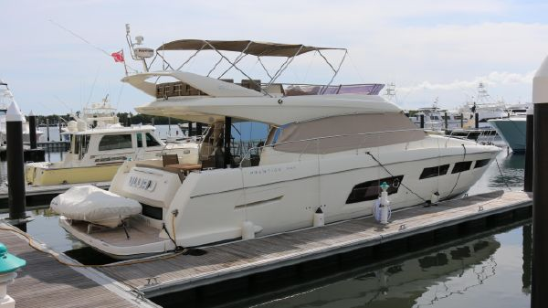 Prestige Yachts 550 Fly Starboard View