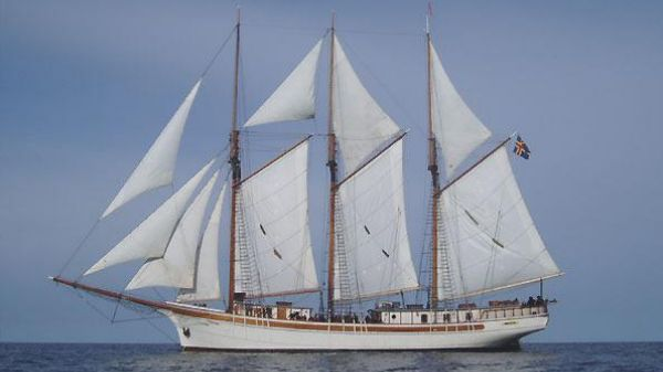 Clipper, Schooner passenger ship