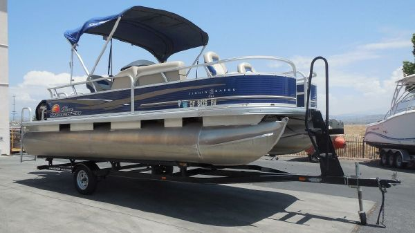 Sun Tracker Fishing Barge 20 DLX