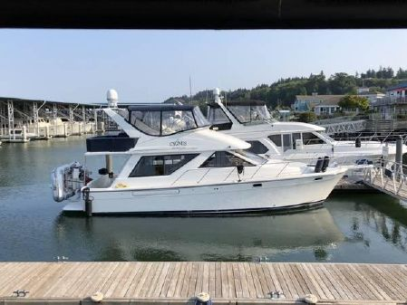 Bayliner 3988 Motor Yacht with THRUSTER image