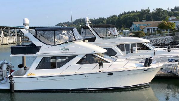Bayliner 3988 Motor Yacht with THRUSTER