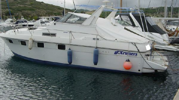 Cruisers Yachts Esprit 3370 Express