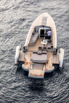 Evo Yachts R4 image