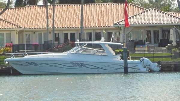 Intrepid 475 Sport Yacht