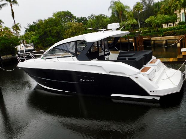 2015 Cruisers Yachts