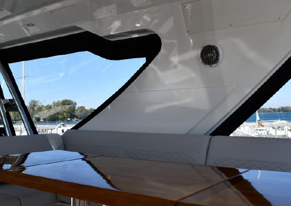 Sea Ray L550 Fly image