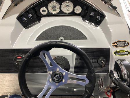 Crestliner 240 Rally image