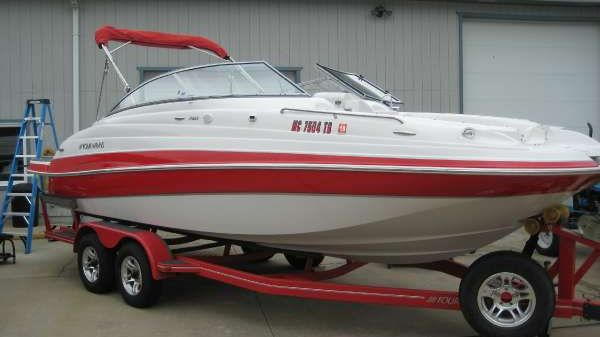 Four Winns 22 ft DECK BOAT