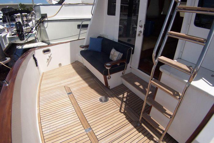2004 Legacy Yachts Flybridge Sedan Buy Broker