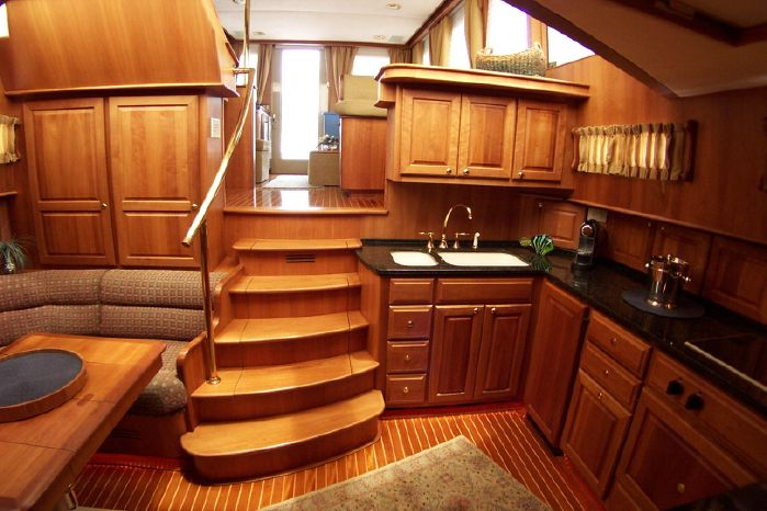 2004 Legacy Yachts Flybridge Sedan Buy New England