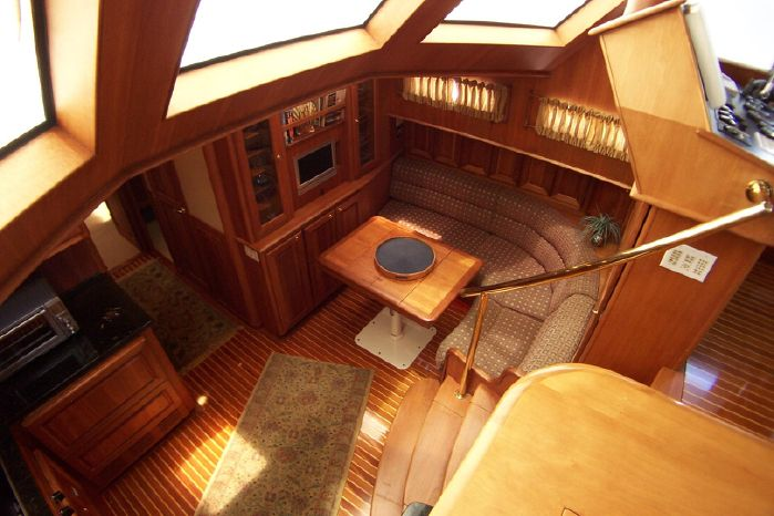 2004 Legacy Yachts Flybridge Sedan Purchase Brokerage