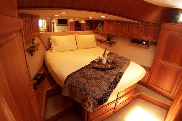 2004 Legacy Yachts Flybridge Sedan Purchase Sell