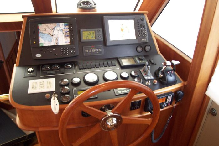 2004 Legacy Yachts Flybridge Sedan Broker Maine