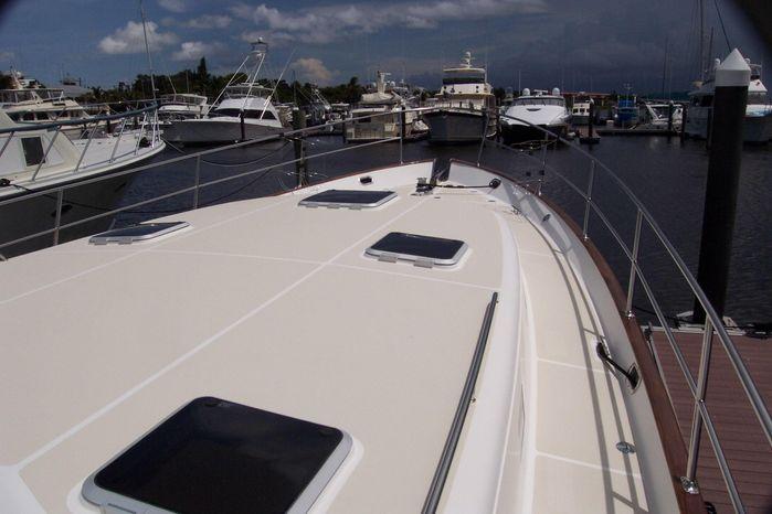 2004 Legacy Yachts Flybridge Sedan Sell Maine