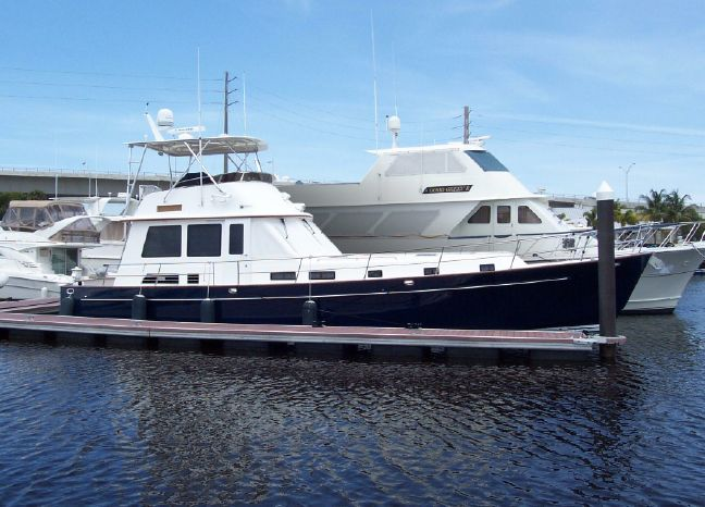 2004 Legacy Yachts Flybridge Sedan