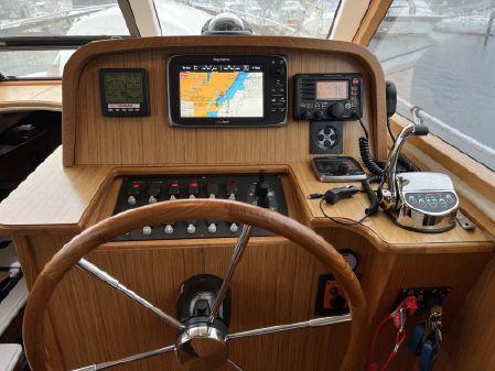 Marlow Mainship M 32 image