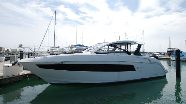 Cruisers Yachts 39 Express Coupe
