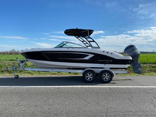 Chaparral 21 SSI Sport Outboard - main image