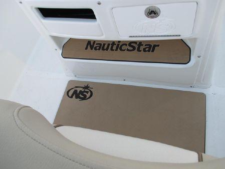 NauticStar 2602 Legacy image