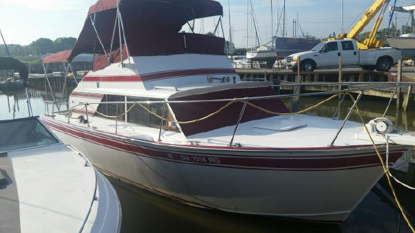Marinette 28 Flybridge