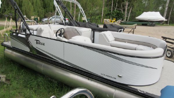 Tahoe Pontoon LTZ Cruise - 22'