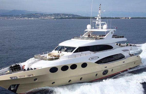 2018 Majesty Yachts Majesty 125