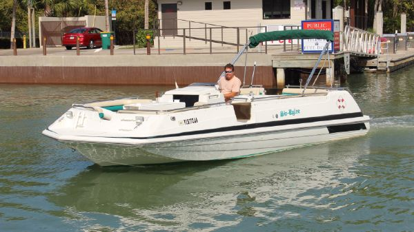Hurricane 246 Fundeck Outboard