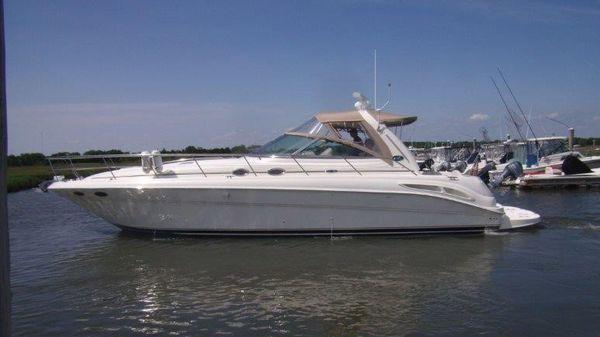 Sea Ray 410 Express Cruiser Profile