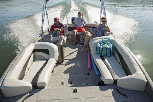 Lowe SD224 Sport Deck image